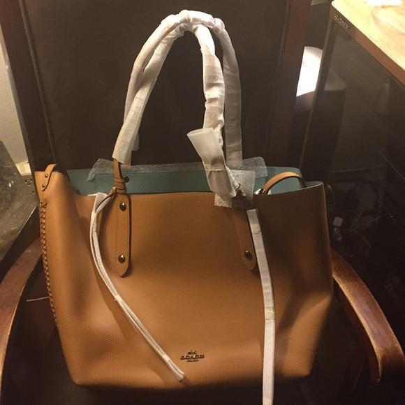 8946757c199ae Coach Handbags - 😍Coach Large Market Tote😍
